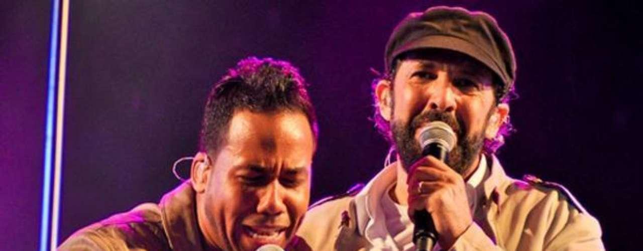 En junio de 2012, Romeo Santos dejó huella, al cantar por primera vez, con Juan Luis Guerra, durante el concierto del astro del merengue en Santo Domingo, República Dominicana. La euforia de miles de mujeres, reunidas en el Estadio Olímpico de la capital dominicana, se hizo sentir cuando Santos salió al escenario, por sorpresa, para cantar con Guerra la emblemática bachata \