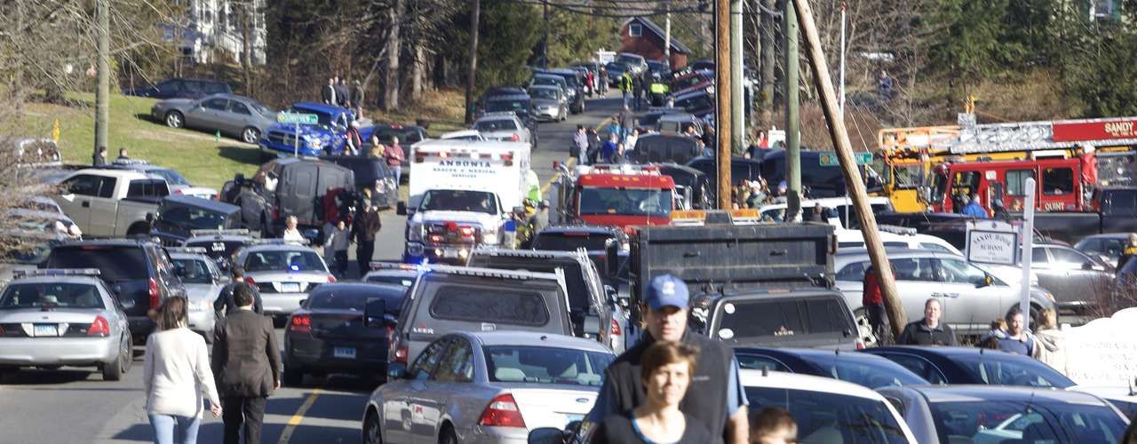 Parents pick-up their children near Sandy Hook Elementary School in Newtown, Connecticut, December 14, 2012. A shooter opened fire at the elementary school in Newtown, Connecticut, on Friday, killing several people including children, the Hartford Courant newspaper reported. REUTERS/Michelle McLoughlin (UNITED STATES - Tags: CRIME LAW EDUCATION)