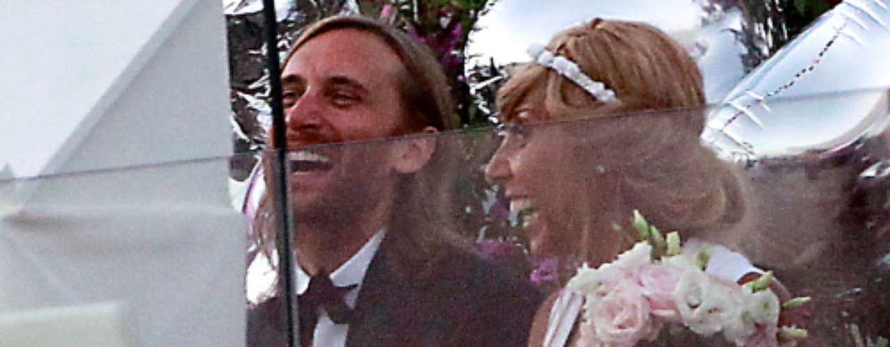David Guetta y Cathy renovaron los votos en Ibiza 20 años después de su primera boda. La ceremonia fue íntima y sencilla.
