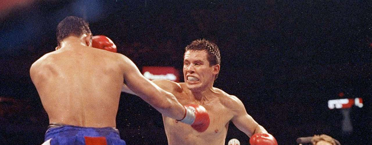Julio César Chávez; Récord: 108-6-2, 87 KO; Años en activo: 1980-2005; Títulos: Seis campeonatos mundiales en tres divisiones diferentes