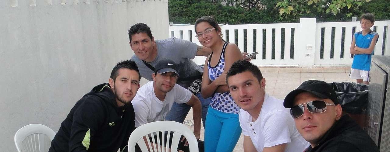 Camilo Vargas, Diego Cabrera, Juan Guillermo Vélez, Daniel Torres y Omar Pérez durante el asado de despedida de año de los jugadores de Santa Fe.
