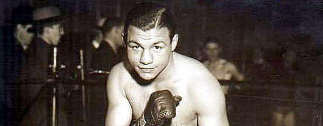 Tony Canzoneri; Récord: 137-24-10, 44 KO; Periódicos que lo vieron ganar: 4-0; Años en activo: 1925-1939; Títulos: NBA (AMB) Featherweight, World Lightweight (2X), World Junior Welterweight (2X)