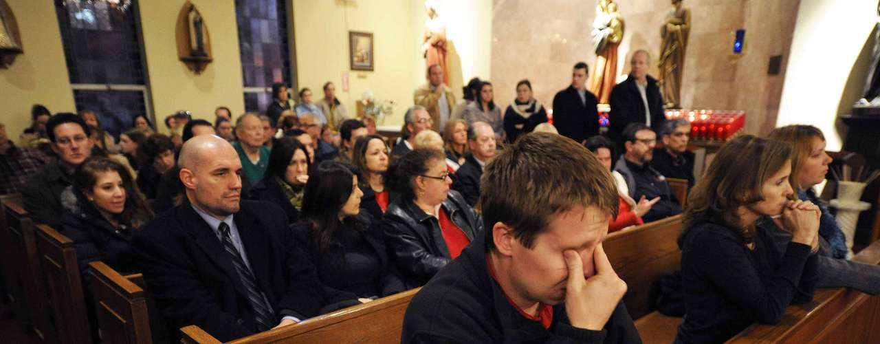 Mourners gather inside the St. Rose of Lima Roman Catholic Church at a vigil service for victims of the Sandy Hook Elementary School shooting that left at least 27 people dead - many of them young children - in Newtown, Connecticut, December 14, 2012. REUTERS/Andrew Gombert/Pool (UNITED STATES - Tags: CRIME LAW EDUCATION)