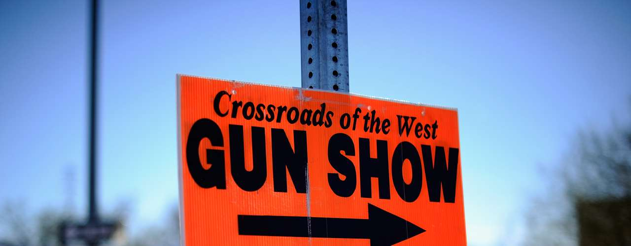 A esto se le agrega la fascinación con las armas, acentuada con las películas que glorifican la violencia y los shows de armas que cada fin de semana atraen a los entusiastas en todos los rincones del país.