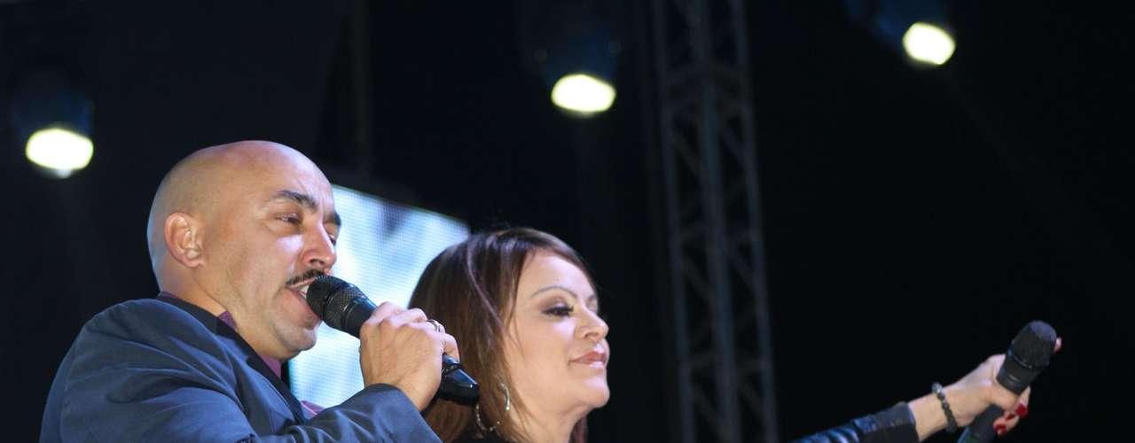 Lupillo Rivera expresó firmemente que su recién fallecida hermana Jenni siempre será la \