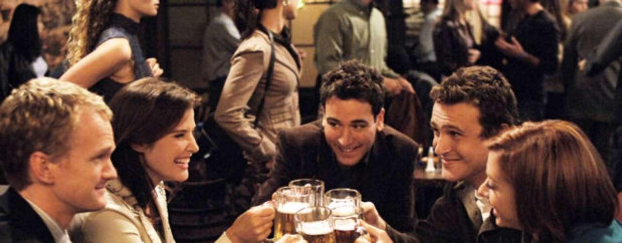 How I Met Your Mother. ¿Qué pasa cuando un padre le cuenta a sus hijos la historia de cómo conoció a su madre? Eso es de lo que trata esta exitosa comedia.