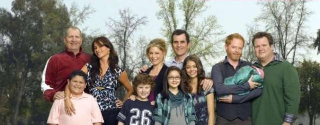 Modern Family. La historia de una familia disfuncional narrada a modo de falso documental. Una de las comedias más importantes de los últimos años.