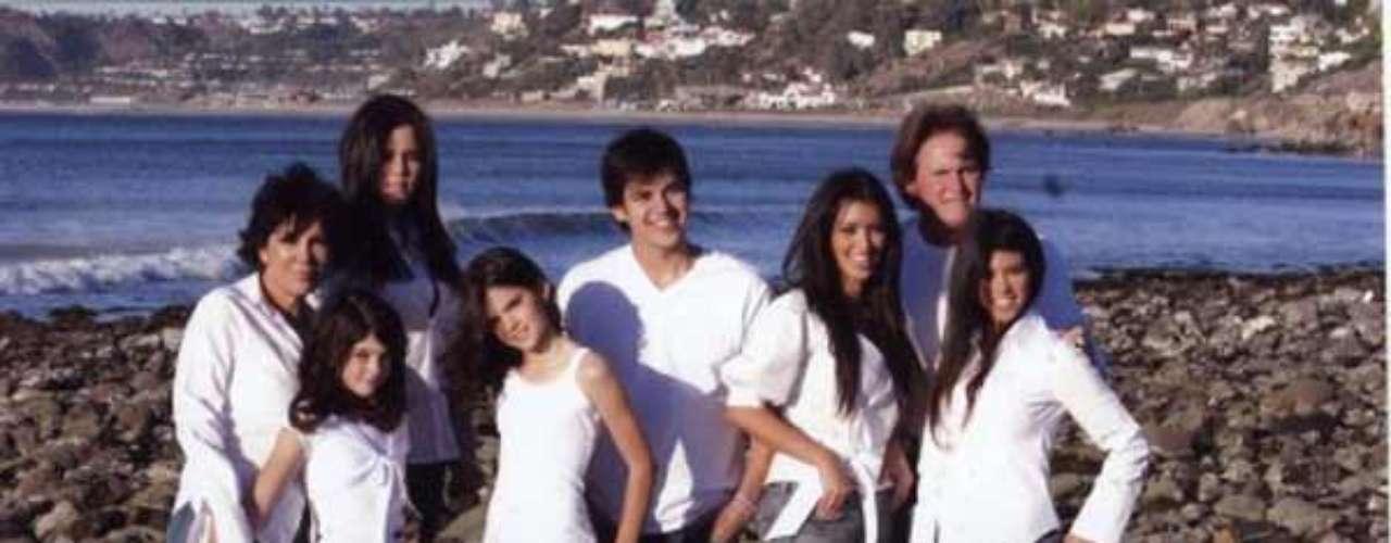 En el año 2006 el tema fue la playa. La familia Kardashian reunida a orillas del mar \