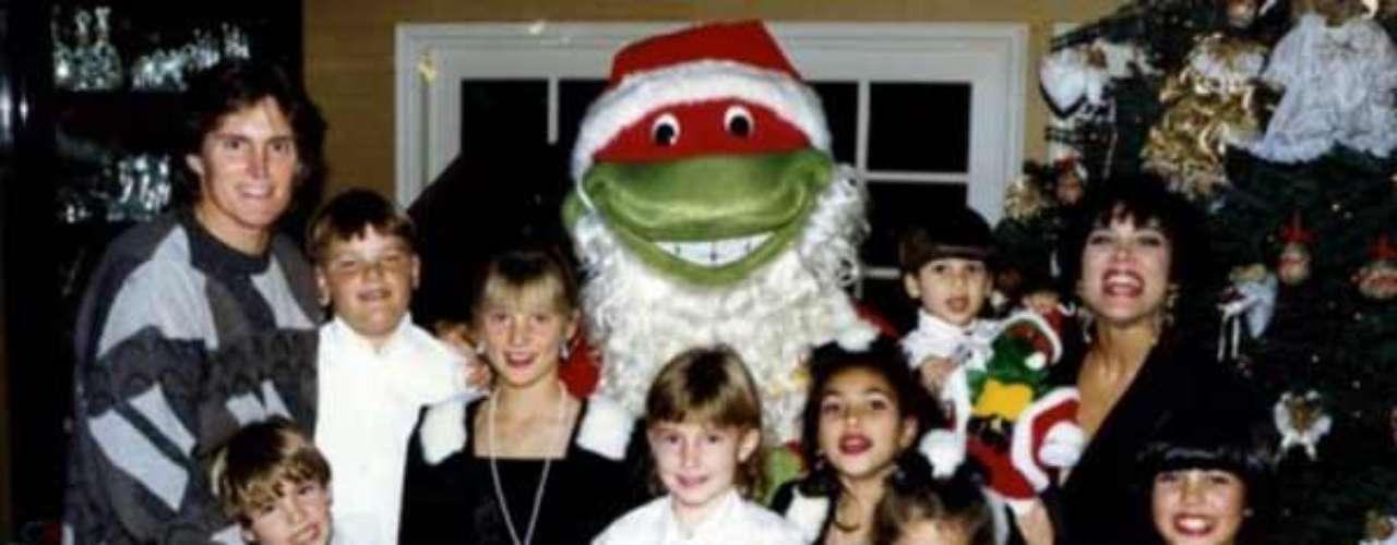 El poder de las Tortugas Ninja también fue un motivo de las célebres tarjetas de Navidad de los Kardashian. Para su primera navidad juntos como una nueva familia entre Kardashian y Jenners. \
