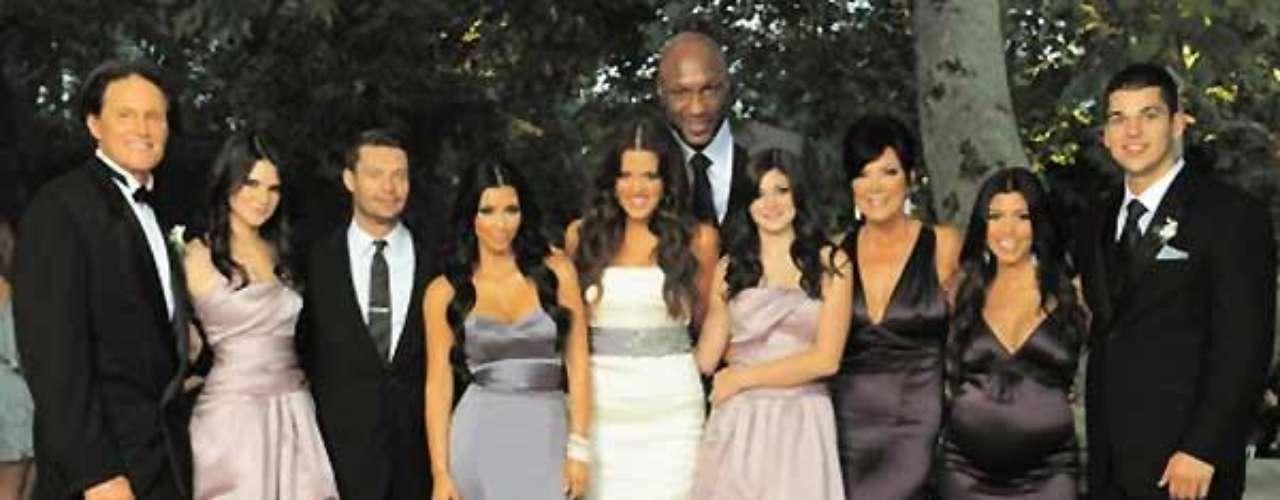 En 2009 la familia se reunió en parajes exteriores, con sus sofisticados y fabulosos atuendos de la boda de Khloe y Lamar Odom. En ella se destaca el avanzado estado del primer embarazo de Kourtney y la presencia de Ryan Seacrest.