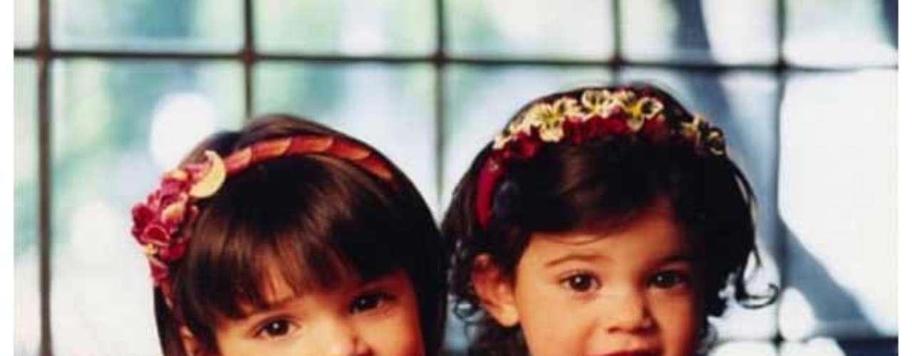 Kendall y Kylie Jenner, las más pequeñas de la familia son las bellas protagonistas de esta enternecedora tarjeta navideña en sus primeros años de vida