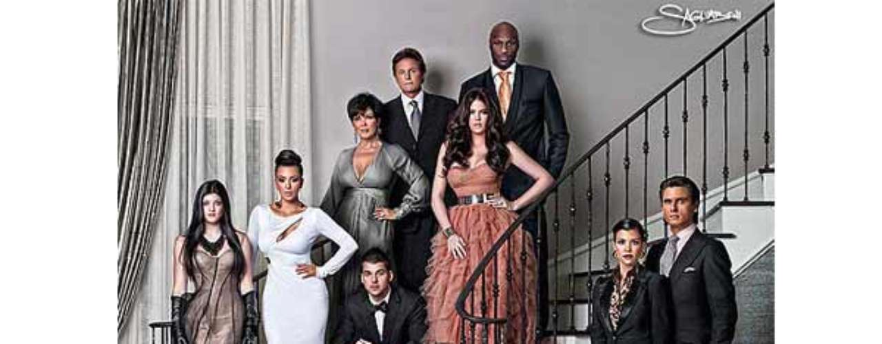 Glamour, elegancia y mucha originalidad son algunos de los elementos comunes que no pueden faltar en una de las tradiciones del Clan Kardashian, sus tarjetas de Navidad. Esta es la de 2010 donde la familia hizo un distinguido derroche de elegancia. \