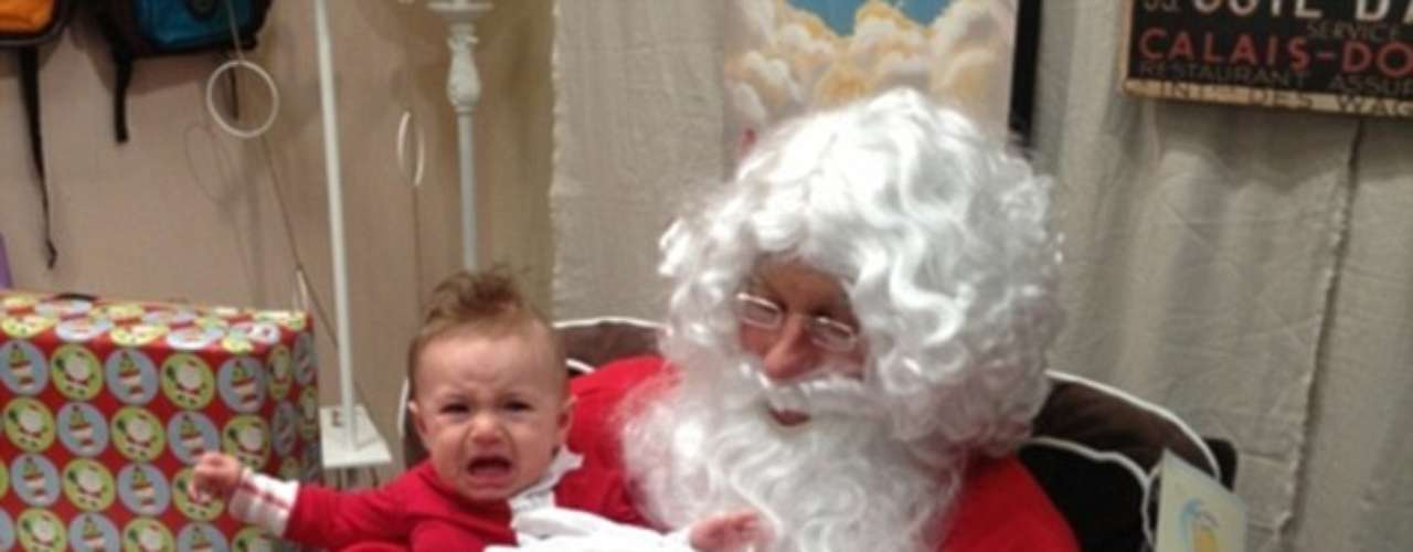El hijo de Kristin Cavallari llora desconsolado en brazos de Santa, pero a su mamá le parece tan divertido que decide compartirlo en su página oficial.