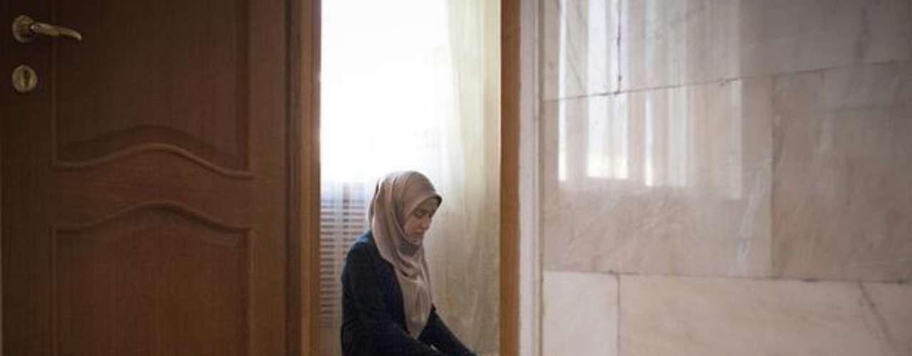 La fotógrafa rusa Diana Markosian trata de captar la influencia de la religión en la vida de los adolescentes en Chechenia entre 2011 y 2012.