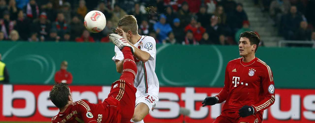 Bayern Munich's Bastian Schweinsteiger attempt to score against Augsburg during their German DFB Cup (DFB Pokal) round of sixteen soccer match in Augsburg December 18, 2012.