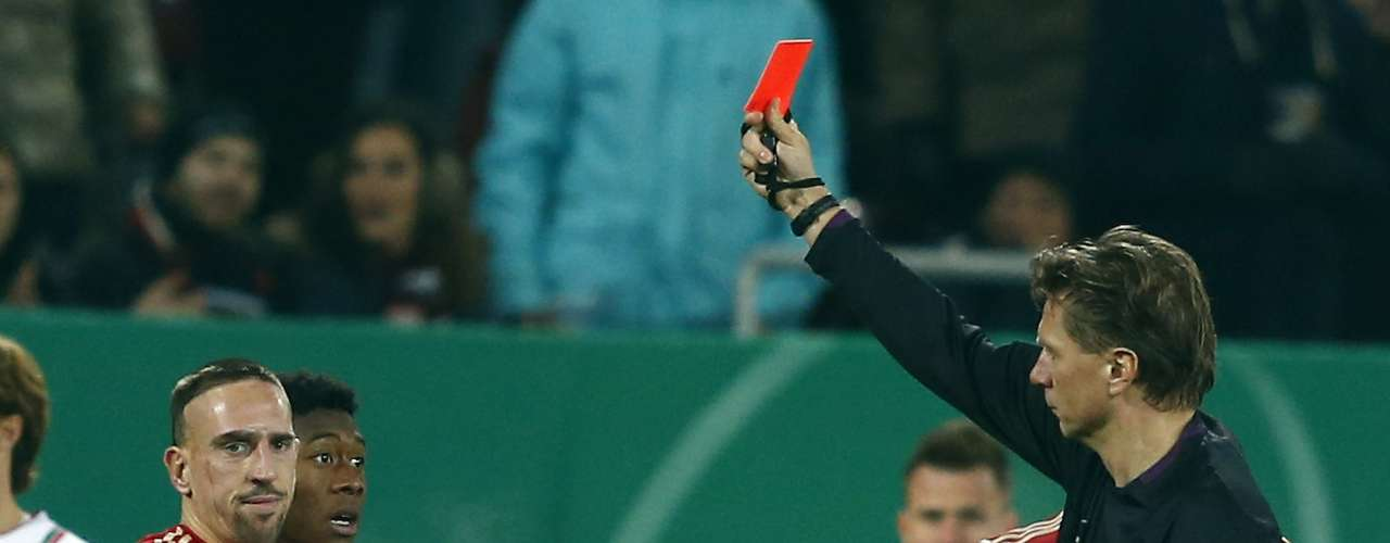 Bayern Munich's Franck Ribery is shown a red card by referee Thorsten Kinhoefer during their German DFB Cup (DFB Pokal) round of sixteen soccer match in Augsburg December 18, 2012.