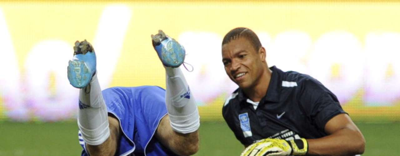 Argentine Juan Pablo Sorín and Brazilian goalie Dida enjoyed the game like a couple of kids at the park.