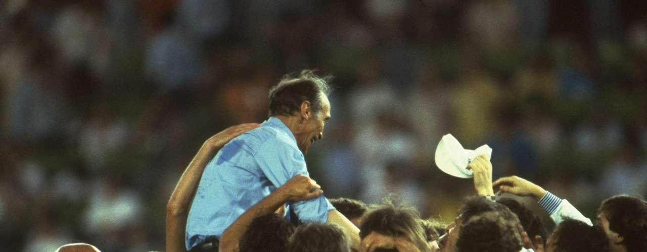 El 11 de julio de 1982 fue el gran día en la historia de Enzo Bearzot al frente de la selección italiana. Su escuadra venció 3-1 a Alemania en la gran Final con goles de su protegido Paolo Rossi, Marco Tardelli y Alessandro Altobelli a través de un futbol de fuerte marcaje, gran dinámica y asfixia sobre el rival. A pesar de que Italia estaba plagada de figuras como Dino Zoff, Bearzot fue levantado en hombros como reconocimiento a su labor formativa, disciplinaria y táctica.