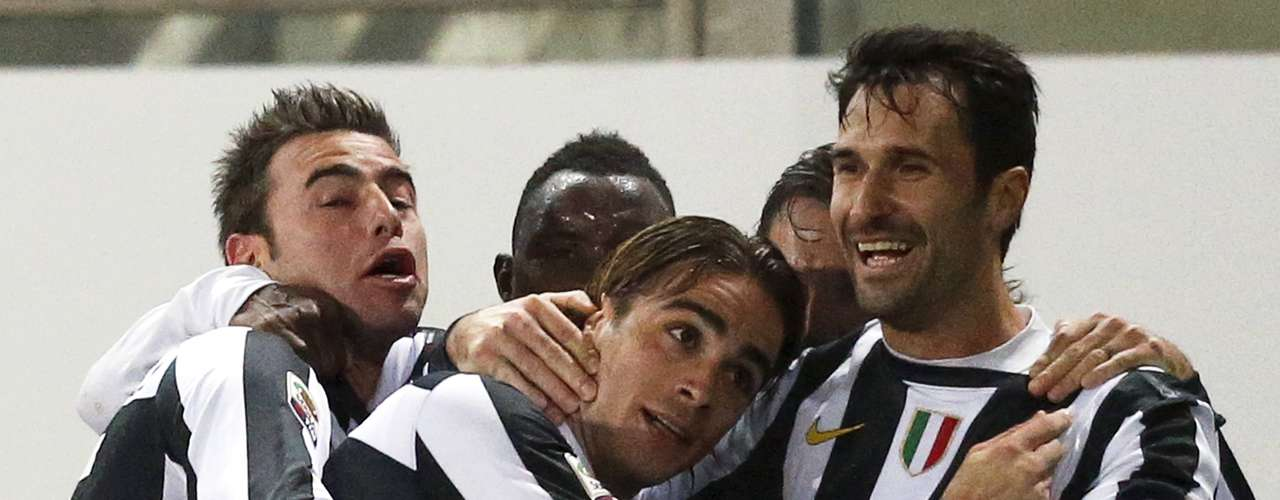 Juventus' Alessandro Matri (C) celebrates with Mirko Vucinic (R) and team mates after scoring against Cagliari.