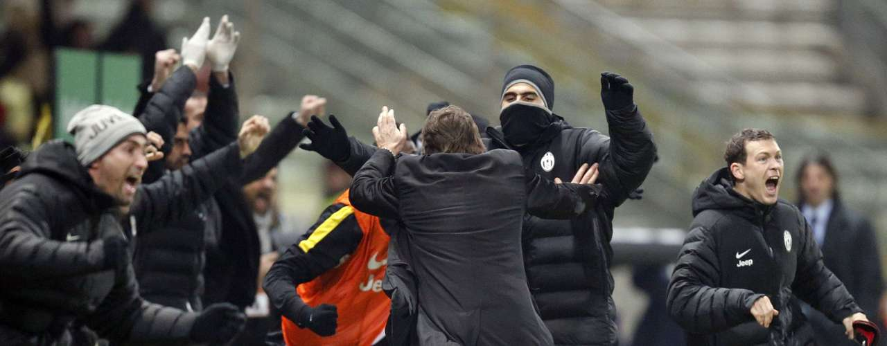 Juventus' coach Antonio Conte (C) celebrates after Alessandro Matri scored the second goal against Cagliari.