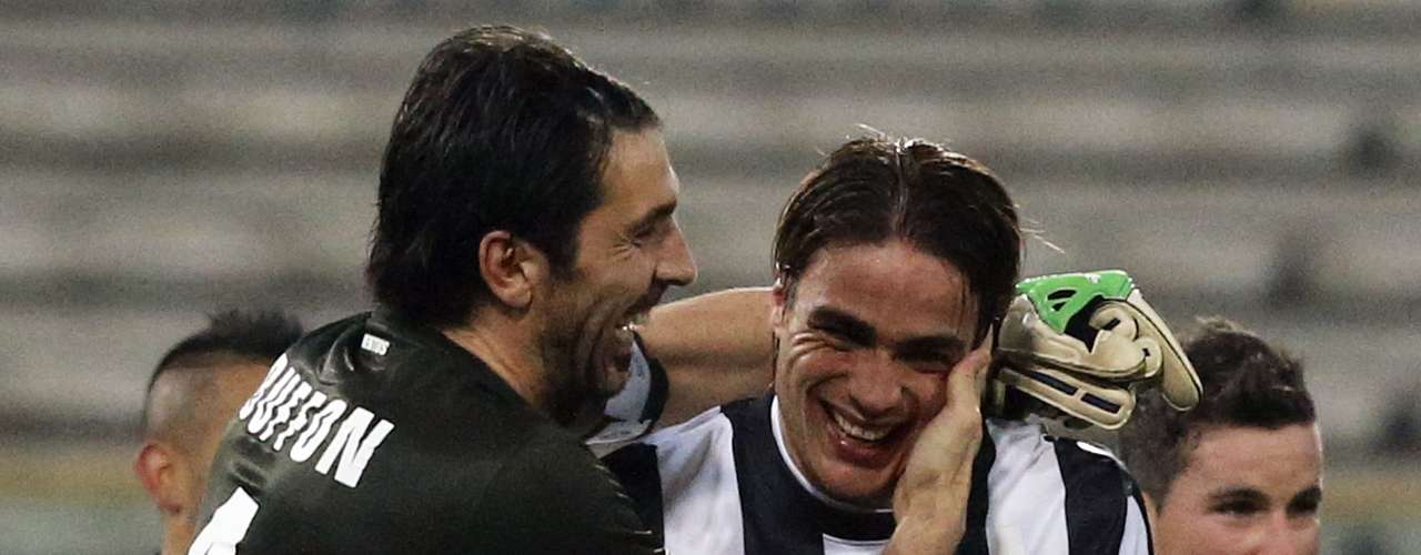 Juventus' Alessandro Matri (R) is congratulated by his team mate Gianluigi Buffon after a tough win against Cagliari.