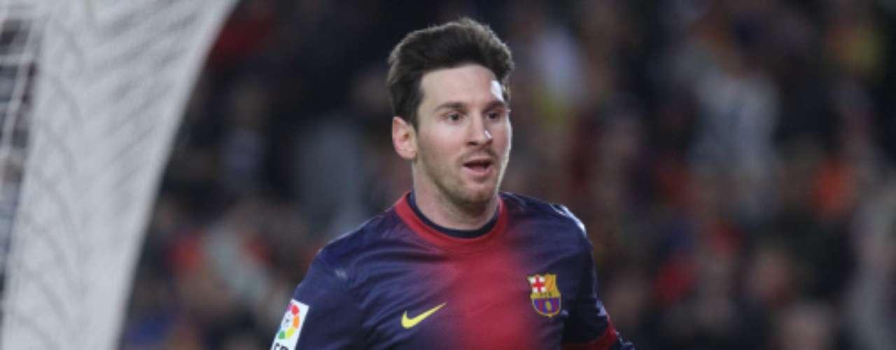 El pasado día dos de noviembre, el equipo azulgrana celebraba el nacimiento de Thiago Messi, fruto de la relación entre el jugador del Barcelona Leo Messi y su novia Antonella Rocuzzo. Es el primer hijo del argentino quien a sus 25 años se muestra encantado con su nueva faceta como padre.