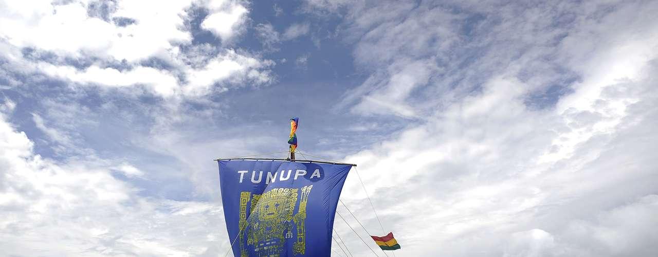 Una ceremonia ancestral de purificación del ambiente dio inicio la madrugada de este viernes en la boliviana Isla del Sol, sobre el Lago Titicaca, las ceremonias para celebrar el fin de una era maya y el solsticio de verano.