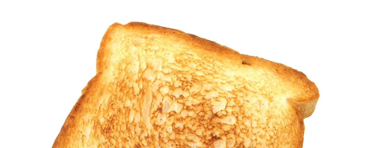 Escoge un aderezo para ensaladas con bajo contenido de grasa y úsalo para untar en el pan tostado en lugar de la mantequilla. Esto reduce el consumo de grasa de 10 a 4g.