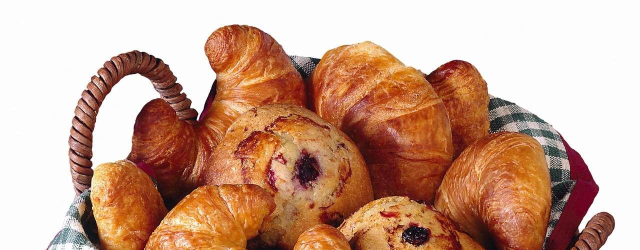 Cambia el croissant que posee 17g de grasa por un muffin hecho con harina integral que suministra sólo un 1,1g.