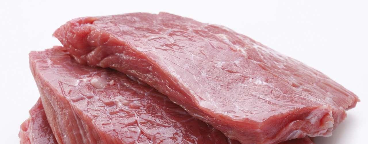 Un filete de carne 160g ofrece 9g de grasa, mientras que un pastel de carne posee 35g.