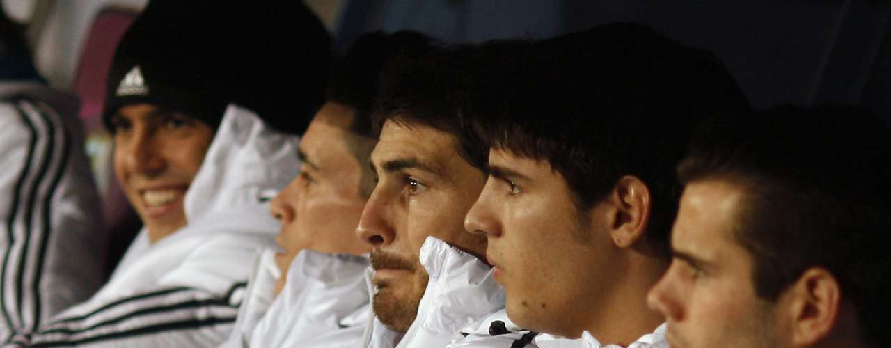Real Madrid's goalkeeper Iker Casillas (3rd R) sits on the bench with his teammates.