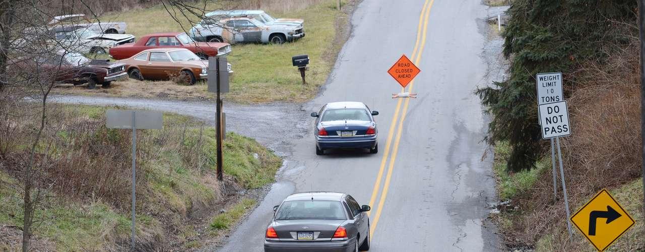 El individuo comenzó sus ataques alrededor de las nueve de la mañana de este viernes en el poblado de Frankstown. Los investigadores efectuaban pesquisas en cinco lugares en un radio de 2,4 kilómetros (1,5 millas), dijeron las autoridades en una conferencia de prensa por la tarde.