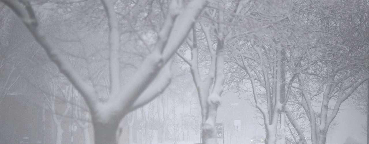 El Servicio Nacional de Meteorología emitió este sábado una serie de alertas de tormentas de nieve en zonas de Pennsylvania, Virginia Occidental, Nueva York y Ohio, en la costa este; y en áreas del norte de California y Oregón, en la costa oeste.