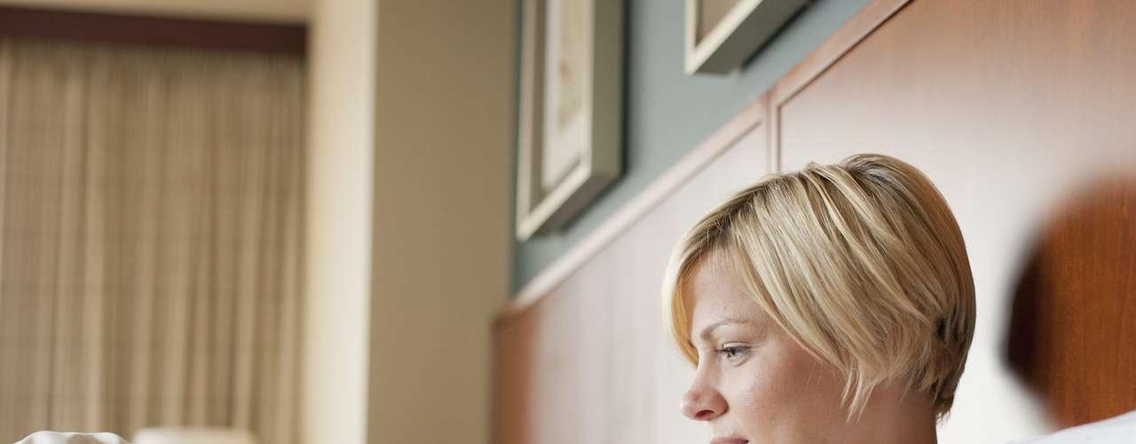 Alrededor de un 75 por ciento de los encuestados afirma que contesta al teléfono incluso desde la cama y un 30 por ciento también desde el baño. Asimismo, las reuniones familiares no evitan que un 46 por ciento use su amrtphone. Finalmente, un 20 por ciento de la Gen Y indicó que también lo usa mientras conduce.