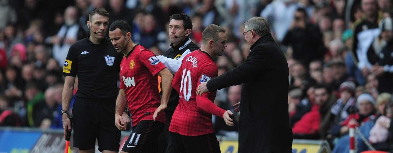 Rooney tuvo que ser cambiado por Giggs en el segundo tiempo.