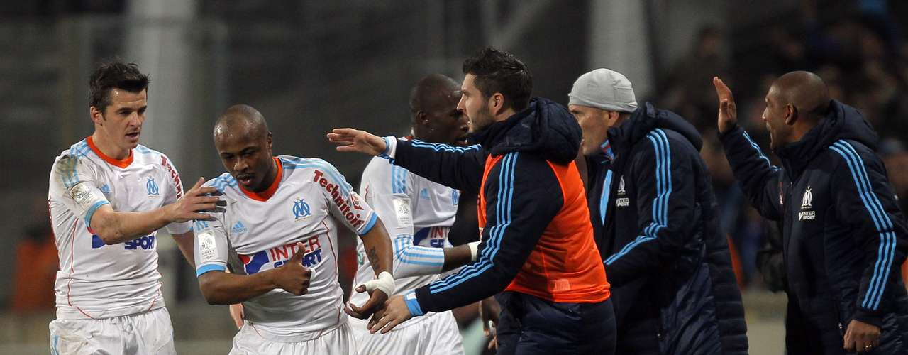 Olympique Marseille's Andre Ayew (2nd L) celebrates with teammates after scoring against Saint Etienne during their French Ligue 1 soccer match at the Velodrome stadium in Marseille, December 23, 2012.
