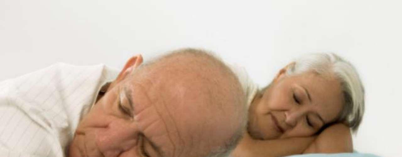 Con el fin de encontrar tratamiento contra el parásito Trypanosoma brucei , causante enfermedad del sueño en África, un equipo internacional de científicos utilizó un innovador láser de rayos X en el Laboratorio del Acelerador Nacional SLAC (California, EE.UU) que reveló la estructura de una enzima clave que causa la enfermedad. El descubrimiento puede abrir una nueva vía de tratamiento contra la infección que afecta a unas 70.000 personas cada año.