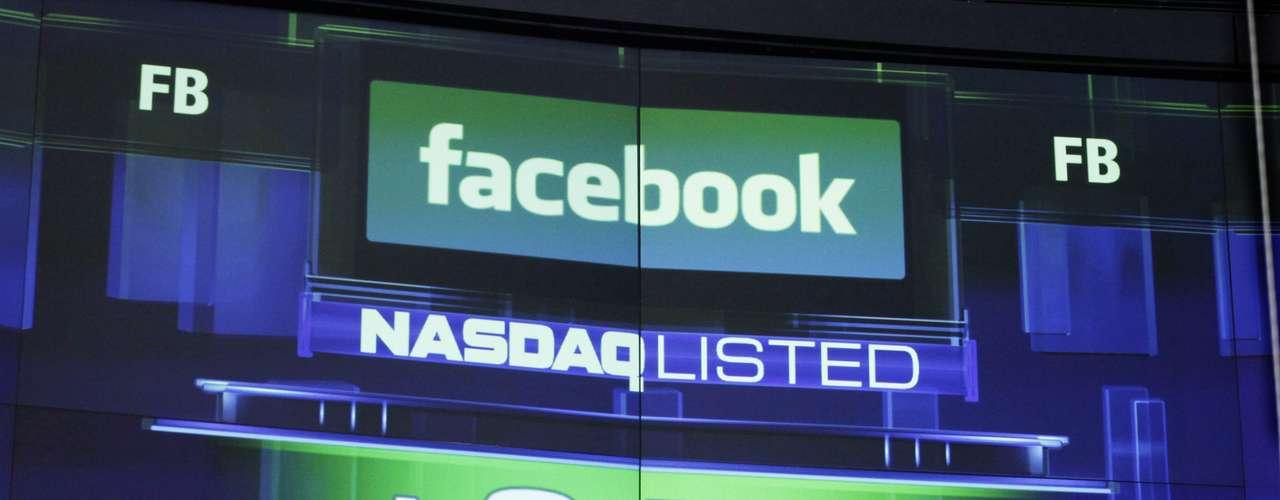 MAYO - El gigante de redes sociales, Facebook, hizo su debut en la bolsa de valores a más de 40 dólares por acción, uno de los debuts más altos en la historia para una empresa de tecnología. Desde que Facebook entró al mercado bursátil, las acciones han caído significativamente.