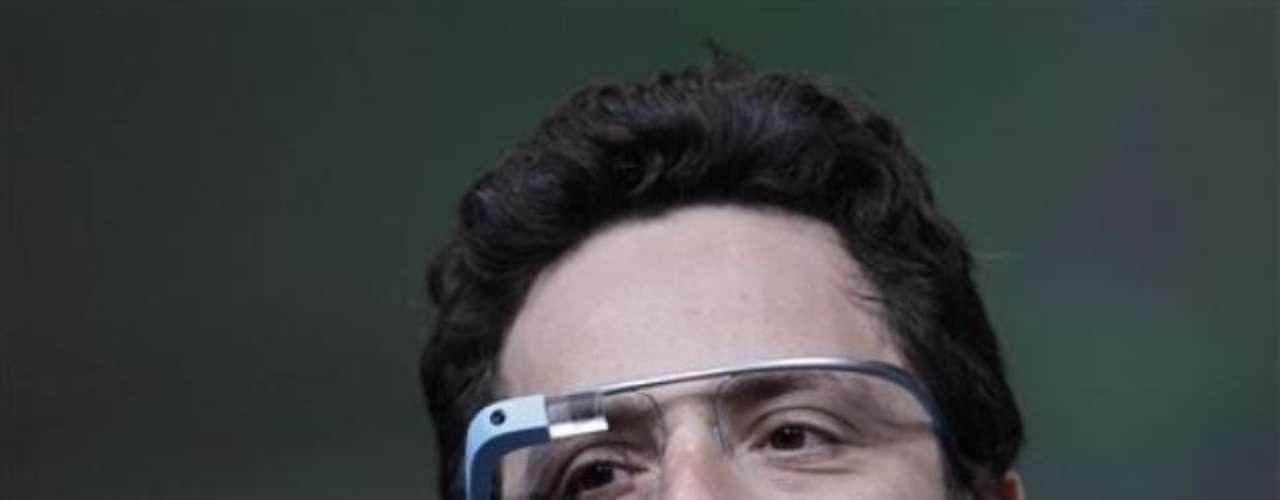 Google Glass: Anunciados en abril de este año, los Google Glass consisten en una pantalla electrónica del tamaño de un sello postal montada del lado izquierdo del armazón de gafas; el aparato puede grabar videos, consultar correos electrónicos y obtener información en la web. Según el fundador de Google, Sergey Brin, las gafas llegarán hasta el 2014 por un precio \