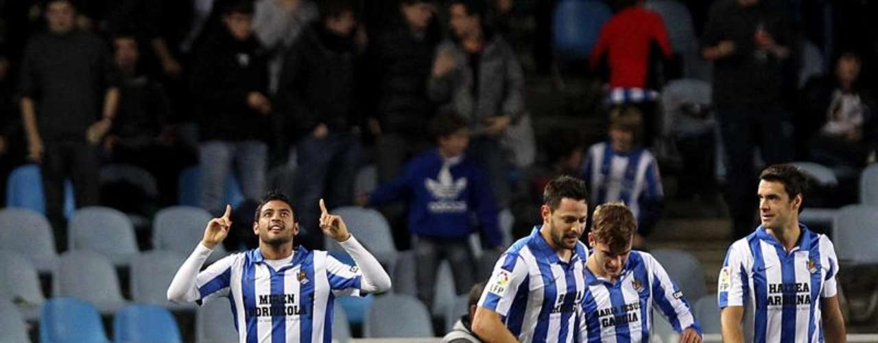 Carlos Vela returned to score a goal for Real Sociedad, which beat Sevilla 2-1.