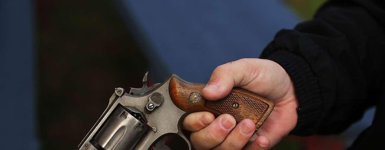 Ello, no obstante, sería de poca ayuda para víctimas como Amari-Purrel Perkins, de Maryland. El pequeño se disparó en el pecho el 9 de abril con un arma que un adulto escondió en una mochila con imágenes del Hombre Araña. Como la mayoría de los niños muertos en Newtown, Amari tenía 6 años. (Fuente: AP)