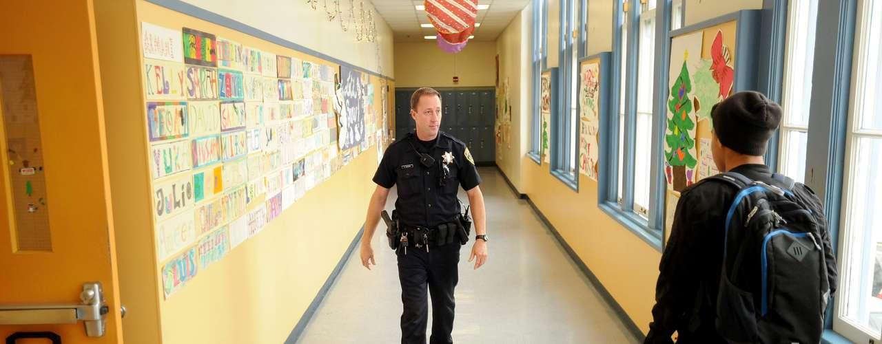 Webster indicó, sin embargo, que existen más probabilidades de que los niños mueran por incidentes con armas de fuego en sus hogares o en la vía pública. Los menores suelen estar más seguros en las instalaciones educativas, aseguró. Ninguna de las 61 muertes analizadas por la AP sucedió en una escuela.