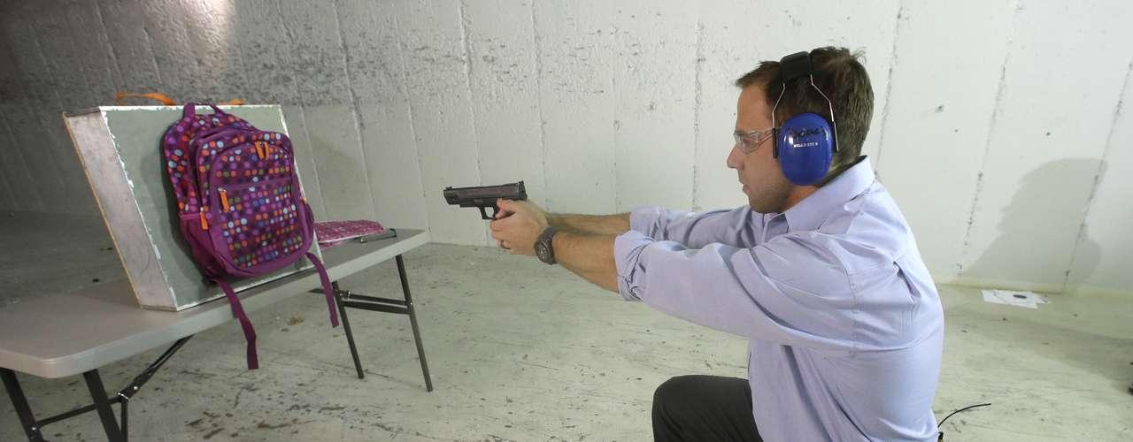 Pero incluso las personas entrenadas en el uso de armas cometen errores, y éstos son costosos. Un Policía de Springfield, Utah, tenía un arma en su casa que las autoridades dijeron no contaba con seguros. Su hijo de 2 años la encontró y se disparó el 11 de septiembre. Sus nombres no fueron revelados.