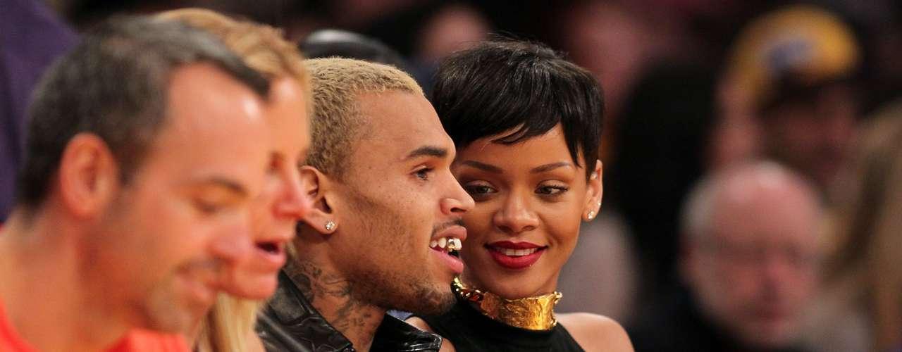 Los cantantes estuvieron presenciando el enfrentamiento entre los Lakers y los New York Knicks.
