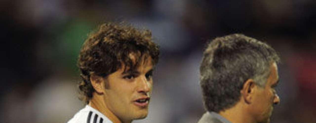 En el Madrid, Mourinho 'acabó' con la carrera promisoria de Pedro León. Incluso, en una conferencia, cansado de la prensa española, declaró: \