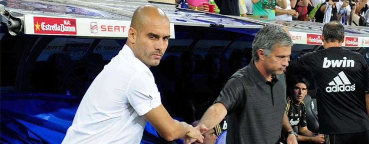 Mourinho mantuvo una 'guerra' con Josep Guardiola tras la serie de clásicos españoles en 2010: Liga, Copa del Rey y Champions League. En varias ocasiones, Mourinho criticaba al catalán y desacreditaba su labor en el Barcelona.