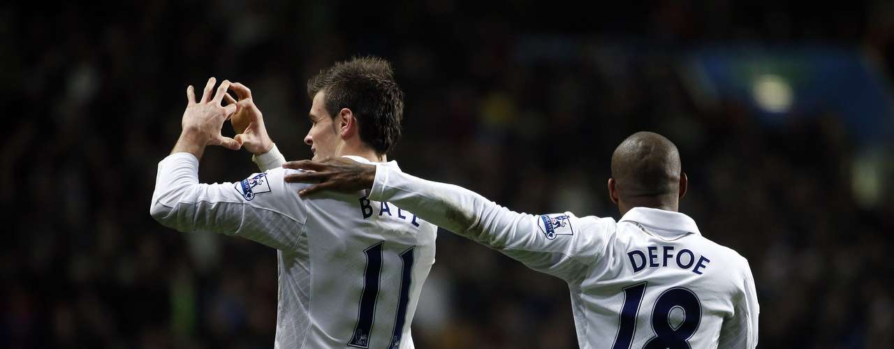 Tottenham Hotspur's Gareth Bale (L) celebrates his goal against Aston Villa with teammate Jermain Defoe.