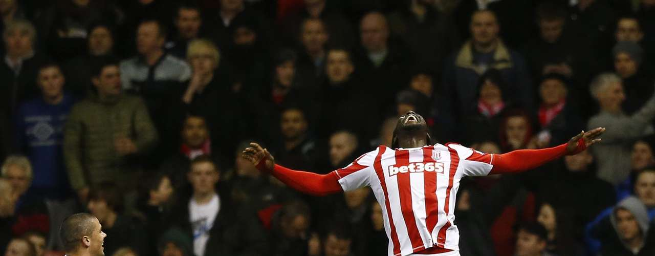 Stoke City's Kenwyne Jones (R) celebrates after scoring against Liverpool.