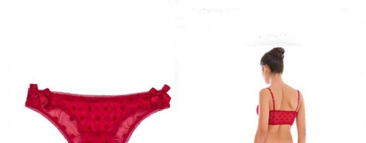 Uno de los rituales más socorridos para recibir el Año nuevo es el uso de la ropa interior en color rojo. Esto es e hace para atraer el amor en el año venidero, así que las boutiques y tiendas departamentales ven con asombro como en esta fecha las prendas en color rojo se agotan por completo. Aquí te presentamos algunos modelitos que puedes usar para recibir el 2013 de una forma muy sexi. Marca: Womens Secret