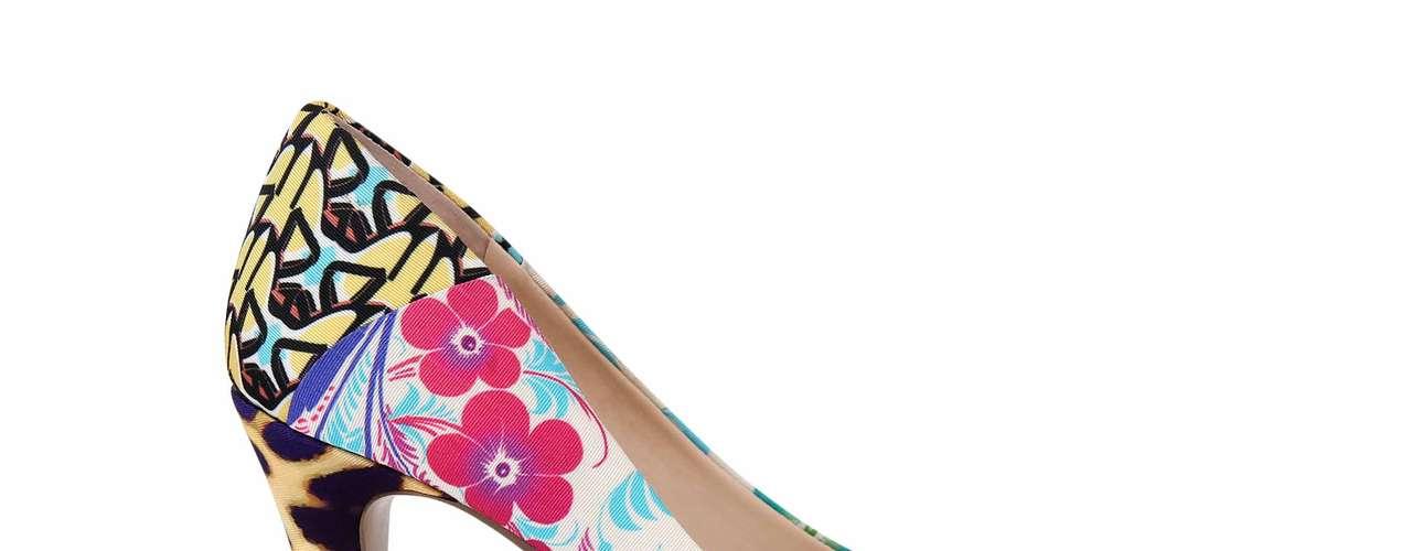 La marca de calzado y accesorios Nine West está lista para llenar los meses más calurosos de 2013 con diseños en colores vivos, estampados florales y el casi eterno animal print. Este es un avance de lo que será su colección para el 2013.